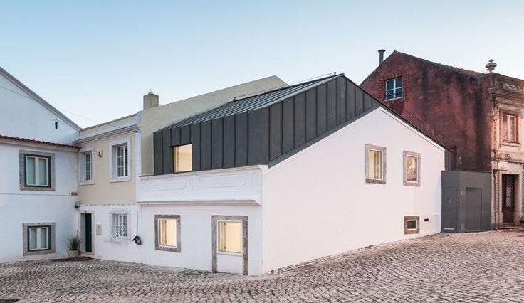 Sur l vation contemporaine pour maison urbaine au portugal for Maison moderne urbaine