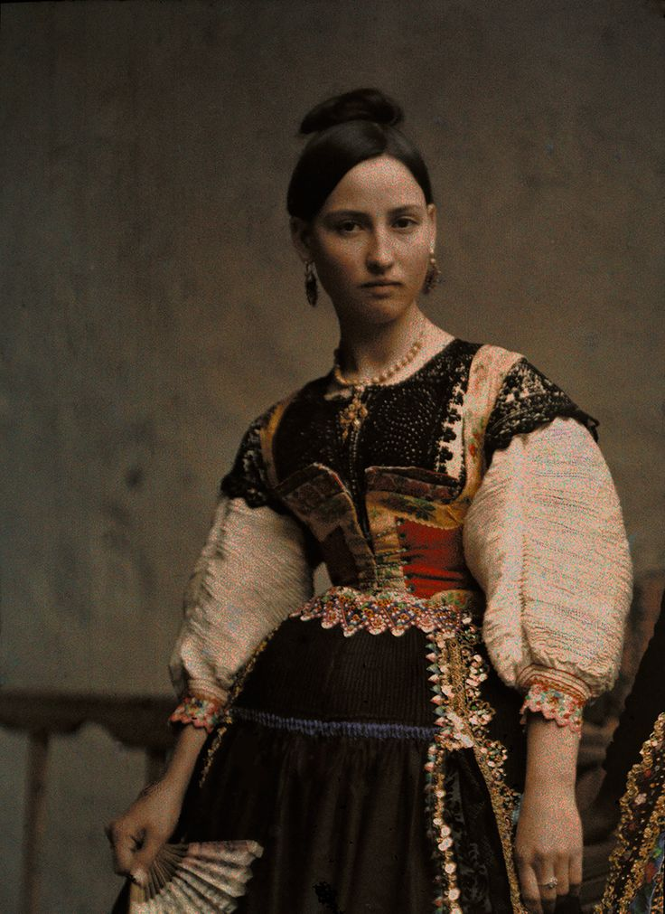 Portrait of a woman dressed in clothing typical of Lagartera in Toledo, Spain, August 1924, National Geographic