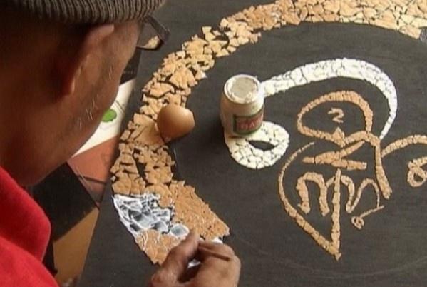Recycled Art. Indonesian artist creates Islamic calligraphy from eggshells