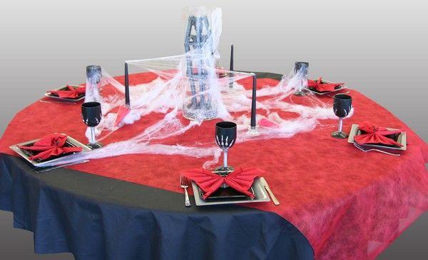 Cette décoration de table d'Halloween est parfaite si vous prévoyez de convier le terrible Comte Dracula ou, si vous préférez, le beau Edward Cullen, le héros de la trilogie Twilight !