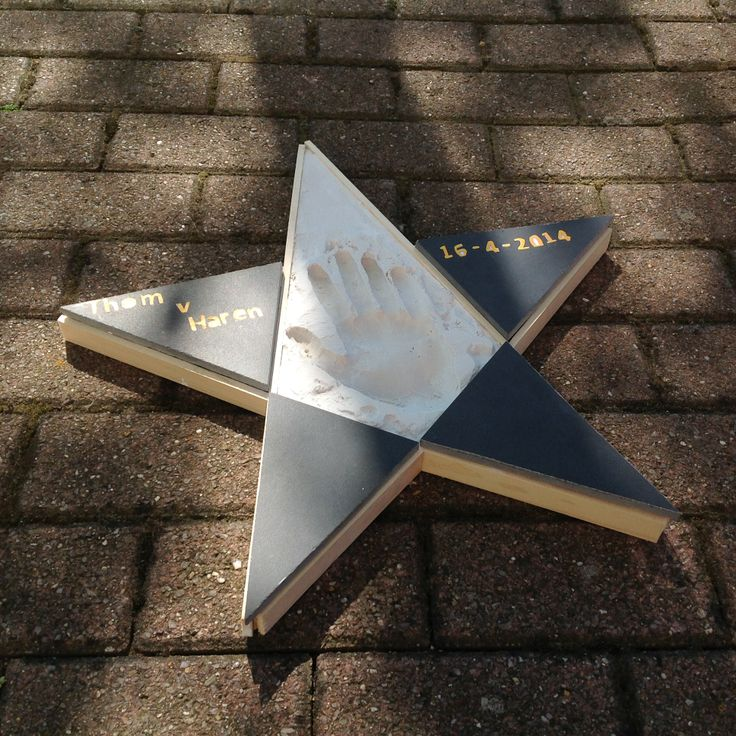 """VMBO GT CPE Beeldend 2014. Thema: ROEM. Opdracht: """"Maak een ereteken voor..."""". De leerling zegt: Het is een ster in een walk of fame voor mezelf. Vanwege mijn prestaties."""