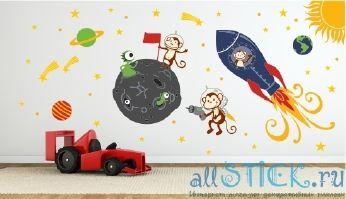 Наклейка на стену В космосе в интерьере детской комнаты