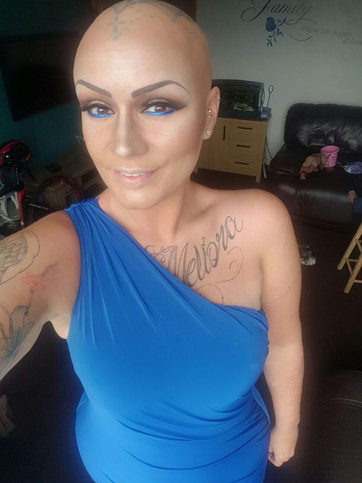 Bombshell crowning.... wearing alopecia UK colours!