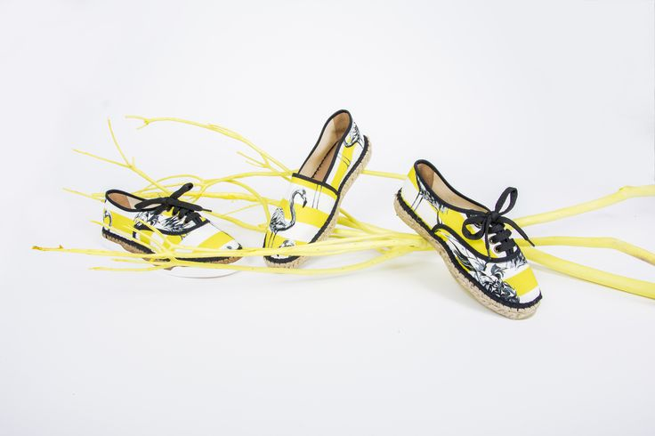 In these awesome Studio Rêve Espadrilles you will shine your way through summer! #handmadeinfrance #espadrilles #shoes #summershoes #blacknyellow #flamingo #shoelovers #shoelover #summervibe #summerstyle #summerfashion #fashion2017 #handmadewithlove #easyshoes #stylishshoes