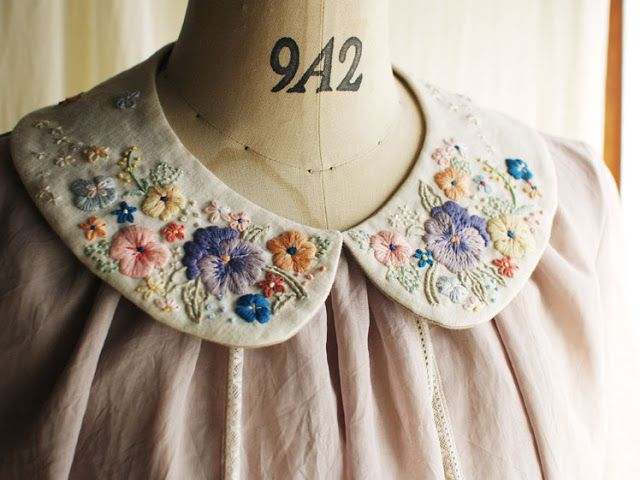 I've discoverd the embroideries of Rairai and am in love with them. This collar is so pretty! Rairai -Atelier diary-: Rairai商品紹介