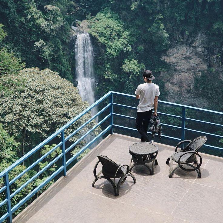 Memiliki ketinggian sekitar 87 meter, Air Terjun Pelangi atau juga dikenal dengan Curug Cimahi merupakan salah satu curug tertinggi yang ada di wilayah Bandung dan sekitarnya.[Photo by instagram.com/caswanassegaf]