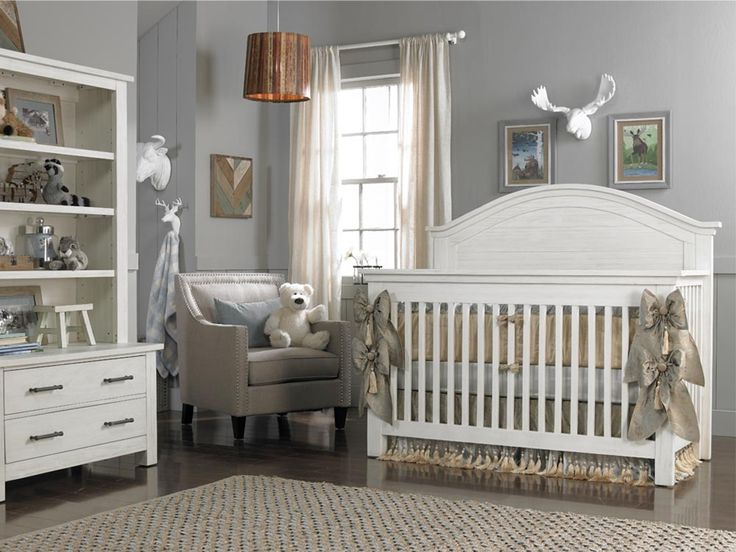 Dolce Babi | Lucca Collection Convertible Crib - Sea Shell White Finish (Room color: Sherwin Williams 7066)