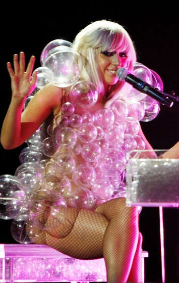 Lady GaGa bubbles costume with instructions on how to make.