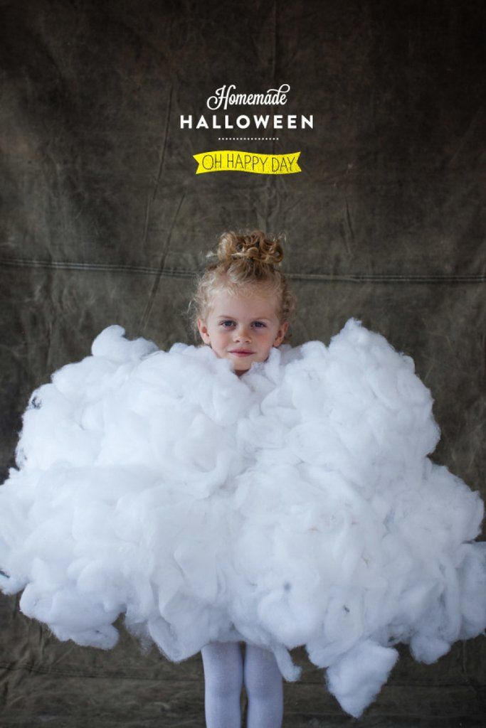 This DIY Fluffy Cloud Halloween costume is SO easy to put together (not to mention nice and cozy for a cold Halloween night)!
