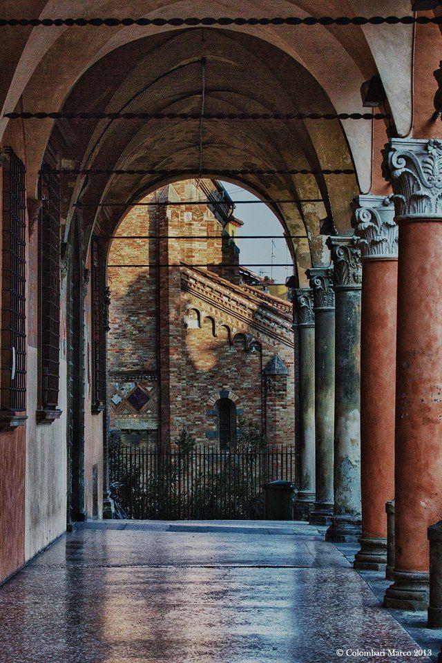 Italy  - Emilia Romagna Region  - Bologna, Il portico di Corte Isolani, foto di Marco Colombari Emilia Romagna