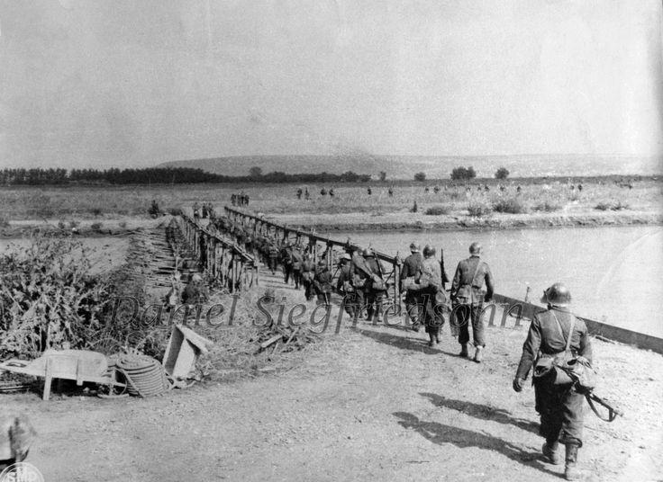 https://flic.kr/p/J5v6oY | 06. Trecerea Prutului pe un pod de pontoane de către Armata Română