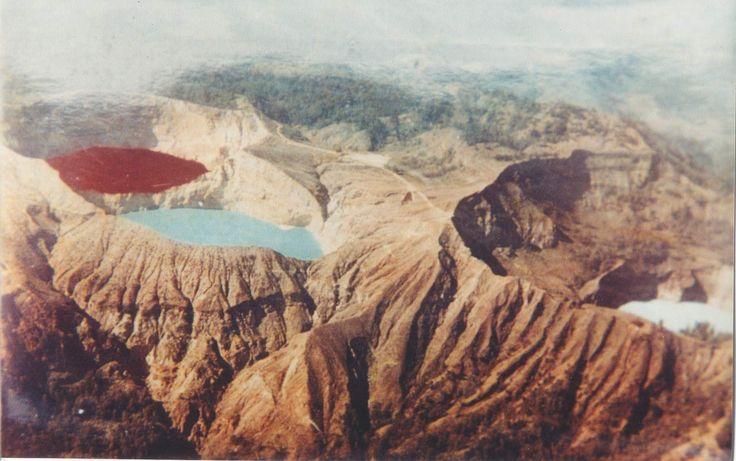 changing colours of bali - kelimutu lakes