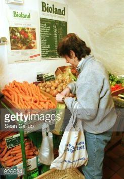 386200 07: A customer shops for vegetables at an organic food... #arnbruck: 386200 07: A customer shops for vegetables at an… #arnbruck