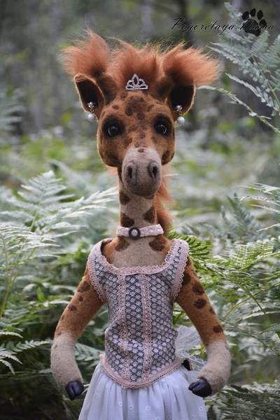 Giraffe Maggie By Pogorelaya Daria - Bear Pile