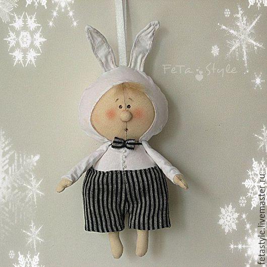 Куклы Тильды ручной работы. Ярмарка Мастеров - ручная работа. Купить Буду Зайчиком Текстильная кукла - подвеска Елка в детском саду. Handmade.