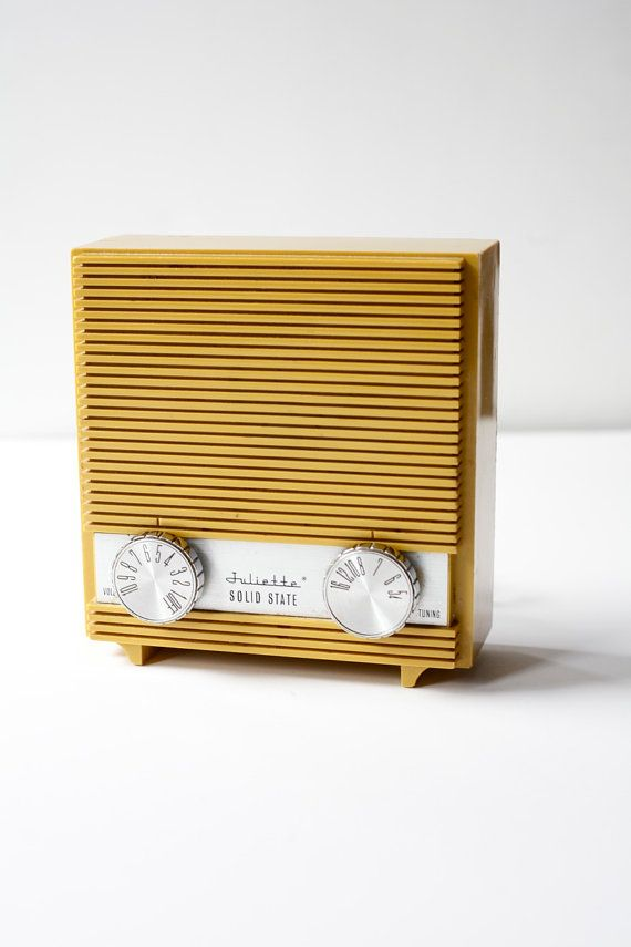 1950's Radio / PomegranateVintage Qué bonito el sonido de una radio en la cocina