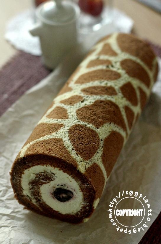 Giraffe Swiss roll: If only I actually liked such desserts... But I need to somehow use that giraffe idea. Hehehe!