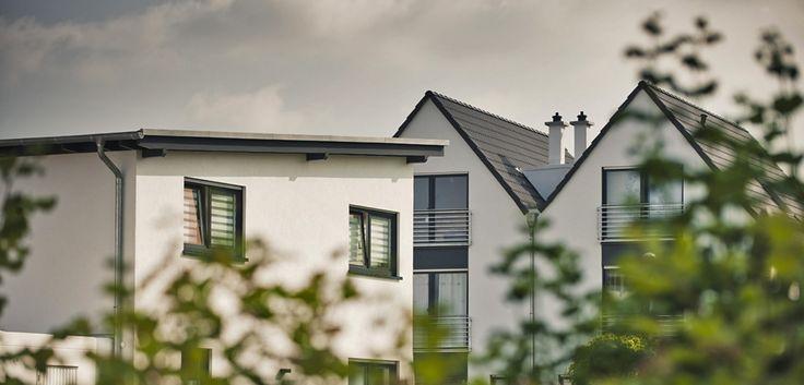 Modernes Pultdachhaus im Kontext mit modernen Doppelhäusern im westlichen Quartier rondo mela. Auch hier harmoniert die Farbgestaltung. © C. Pforr.