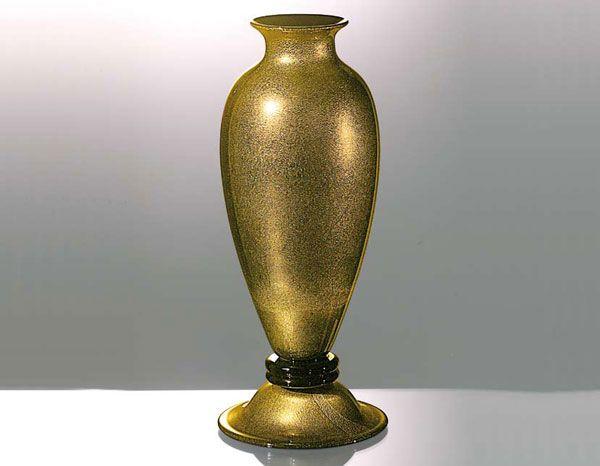 """#Vaso #vetro Vaso in vetro oro e nero H. 37 cm – ø. 15 cm Vaso ad """"ogiva"""" in pasta di vetro nero con foglia d'oro sommerso http://danielebiasin.it/"""