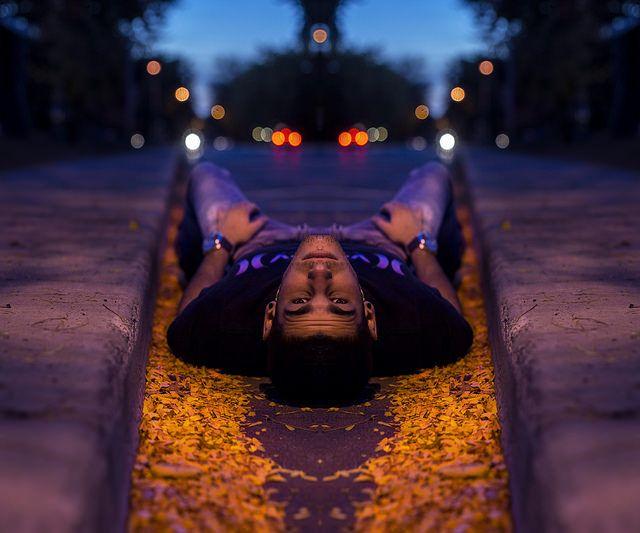 homme couché dans la rue, symétrie, symmetry 365 days project,  Manuel Martinez  http://ememphotographie.wix.com/photo