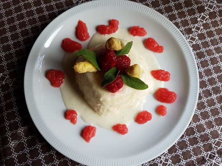 Aspergebavarois met frambozen / Asparagus bavarois with raspberries