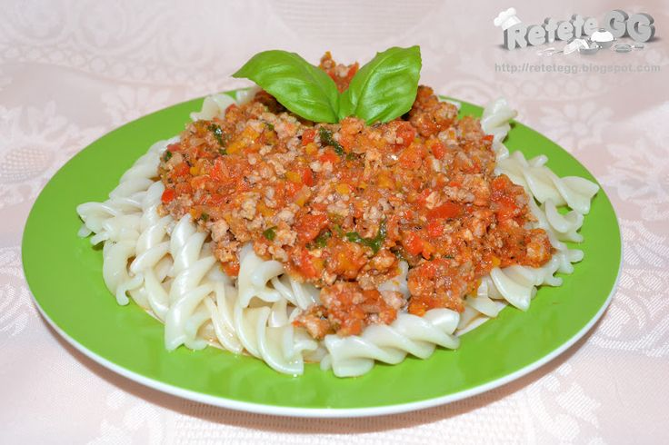 http://retetegg.blogspot.ro/2012/07/fusilli-cu-sos-ragu.html