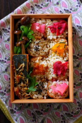 「#003 いなり寿司弁当」 いなり寿司 小松菜とシメジの胡麻和え ちりめんじゃこと南瓜の煮物
