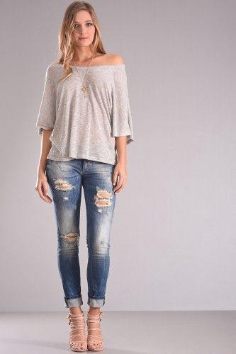 Μπλούζα πλεκτή νυχτερίδα με τρουακάρ μανίκι και διακοσμητικό κολιέ σε γκρι χρώμα.27,90€    Μεγέθη : Small / Medium  Χρώμα : Γκρι  Σύνθεση : 100% VISCOSE