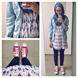 ootd. Casual Hijab outfit : Ikat Dress, denim shirt, converse sneakers, pashmina, jeans   Syaifiena W lookbook.nu/syaifiena