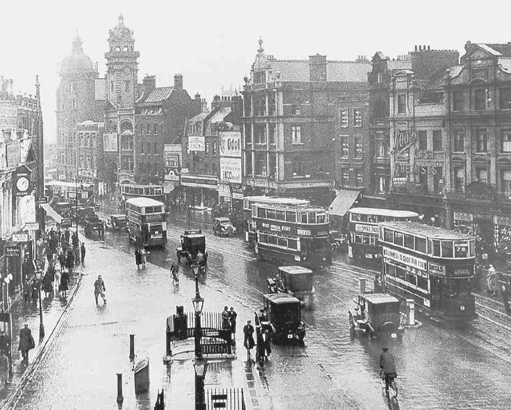 Fig 593. Islington High Street, west side from the north, 1930s. ILHC photograph