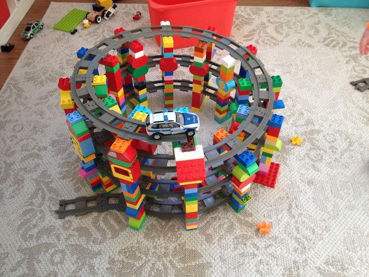 parkhaus auffahrt f r die duplobahn lego pinterest auffahrt parkhaus und lego bauen. Black Bedroom Furniture Sets. Home Design Ideas