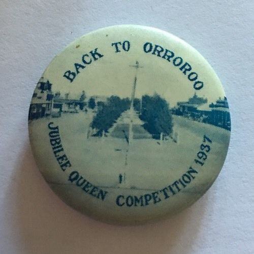 Back-To-ORROROO-Tin-Badge-Jubilee-Queen-Competition-1937