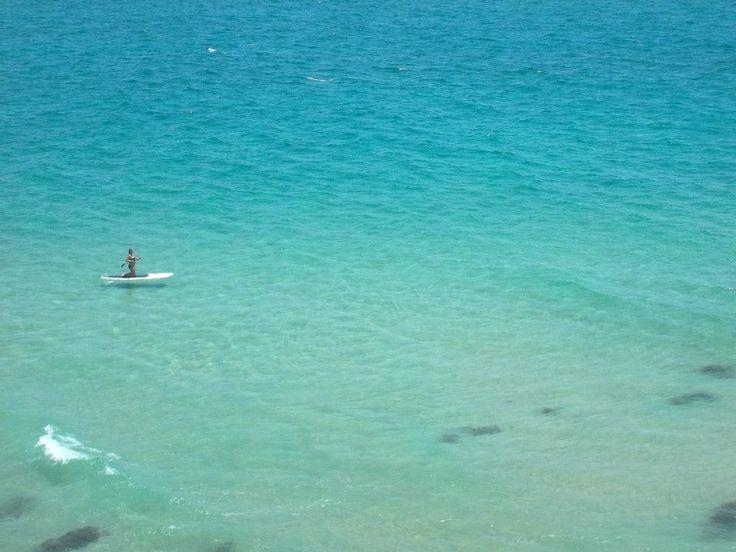 Playa de agua color turquesa en Byron Bay