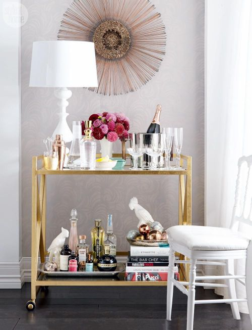 High/low: Stylish bar cart {PHOTO: Michael Nangreaves}   Designed + Styled by Andrea McCrindle  See the full article here: http://www.styleathome.com/decorating-and-design/high-low/high-low-stylish-bar-cart/a/58875#