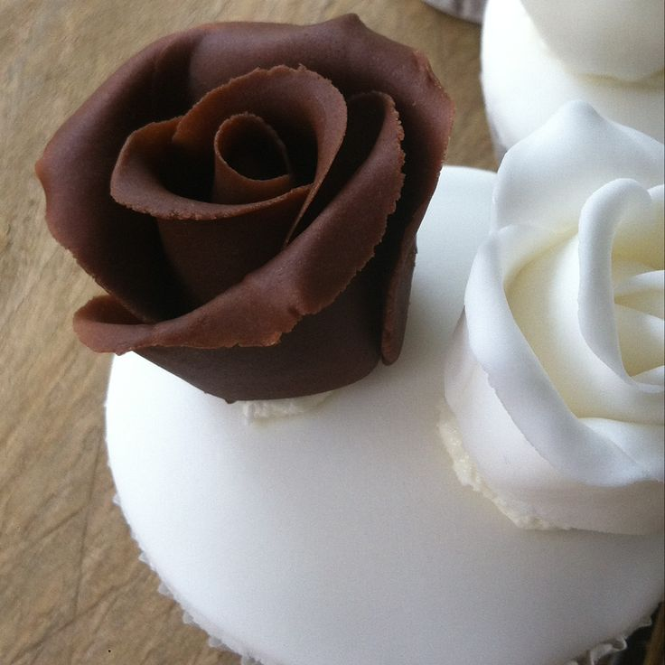fondant rose cupcake