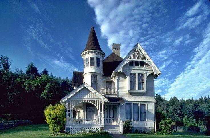 Викторианский дом с башней