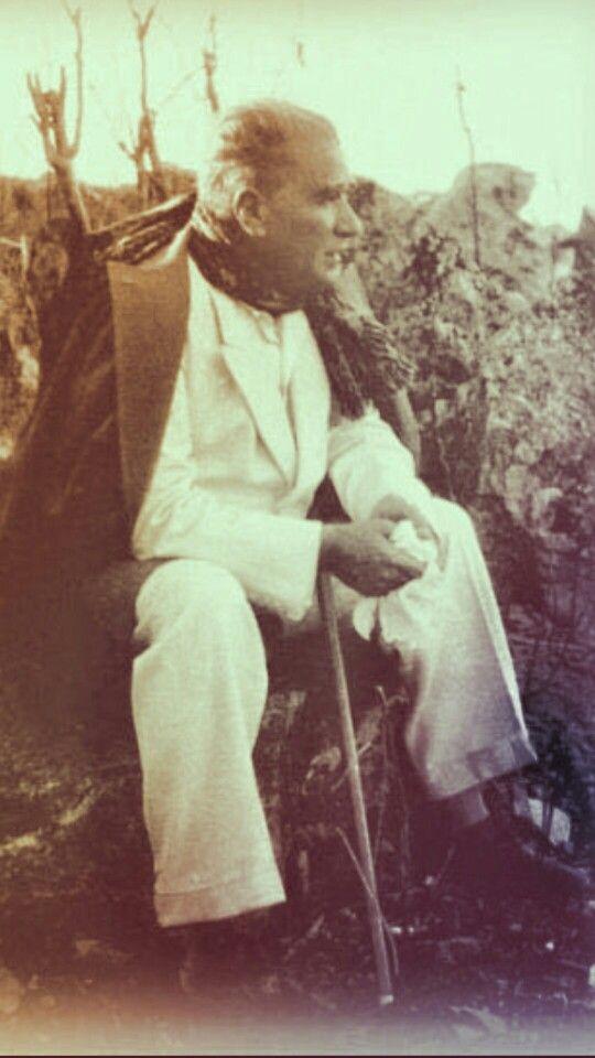 Mersin Viranşehir Harabeleri'nin yakınından Akdeniz kıyılarını seyrederken. (21 Mayıs 1938)