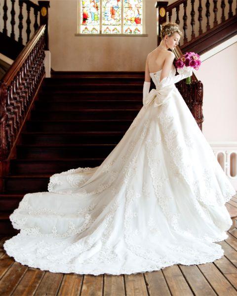 レジーナ/ブライダルハウスTUTUのAライン : 【花嫁さんに!!】かわいすぎる♪ウェディングドレスのライン別まとめ - NAVER まとめ