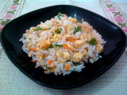 Arroz chop suey ou Yakimeshi (arroz com ovo, presunto, cenoura e camarão) wpid-img_20130315_105330.jpg