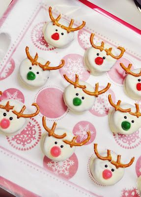 Super cute and easy to make Reindeer cookies!