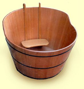 ofuro (Japanese bathtub) My Japanese friends had one like this, but now the have a more modern bathtub.