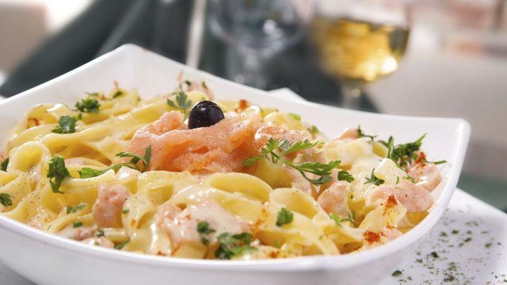Pasta med laks, tomat, basilikum og ærter | Mad
