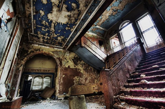20 Haunting Pictures Of Abandoned Asylums - BuzzFeed Mobile