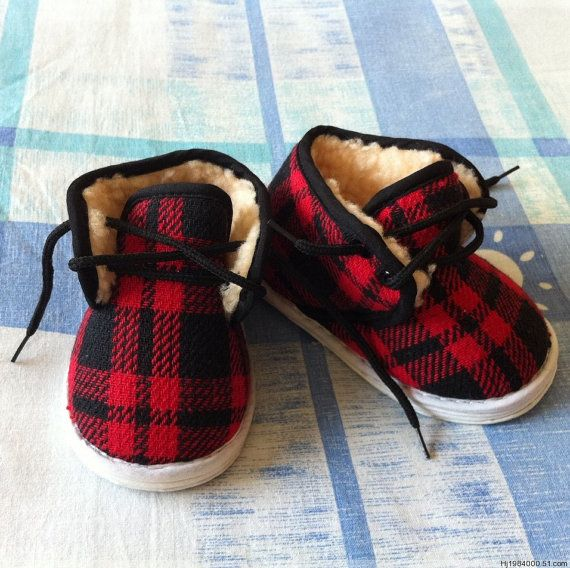 Baby slipper shoes boots in felted wool ,Pure handmade cloth shoes, the traditional process $18