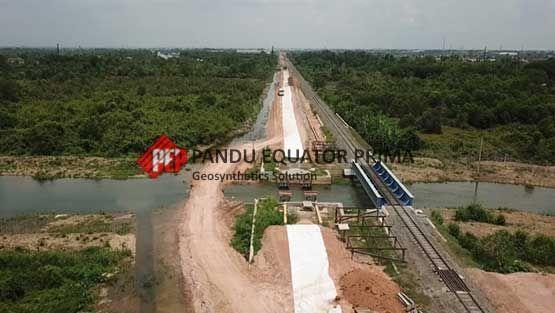 Geotekstil Memperkuat Struktur Tanah Untuk Konstruksi Jalan