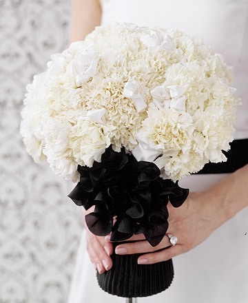 Monochrome wedding flowers. How elegant and modern is this?