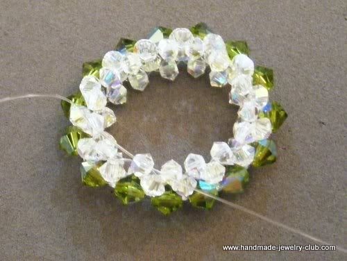 & Lessons: FREE Beaded Wreath Pendant Beading Tutorial | Crafts