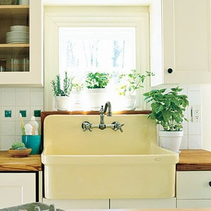 This sink is super!! Would be just perfect in my kitchen! via Southern Living