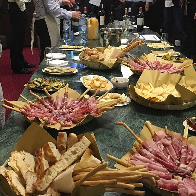 Mangia! Mangia!! Another great @atlanticwines tasting session. 🍷😋🍷 #atlanticwines #Silberstein&Associates #vanto #corporatewinetasting #catering #winetasting #italianwine #vino #prosecco #whitewine #redwine #lovevino #antipasta #antipasto #procuitto #salute #cheerstotheweekend