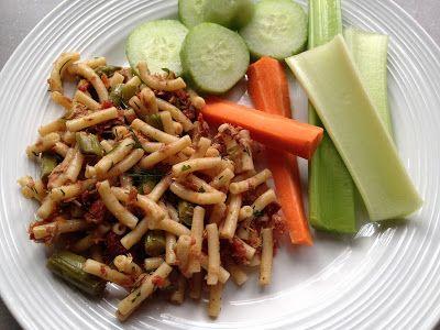 À porc egal: Salade de macaroni au thon, asperges, tomates séchées et aneth